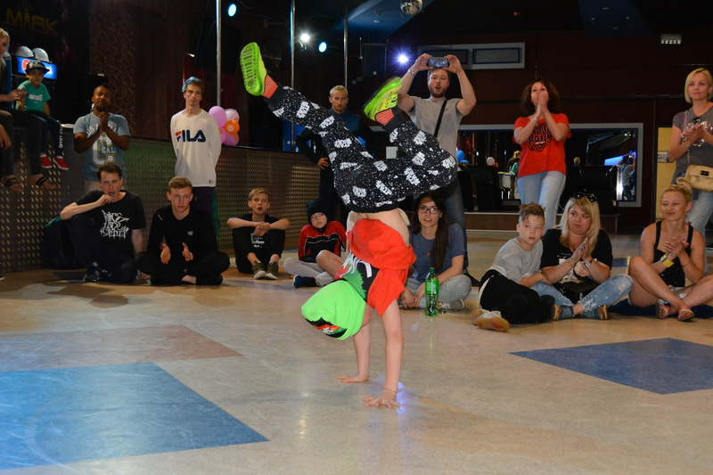 Лида танцует хип-хоп